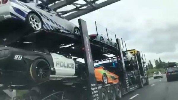 Caminhão cegonha com os carros mais interessantes do dia!