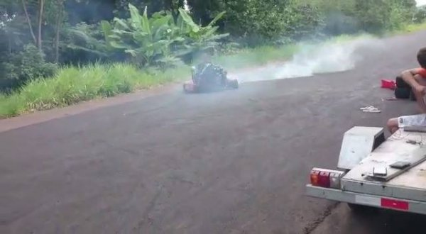 Carrinho de rolimã com motor, velocidade atinge mais de 150 km!