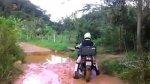 Motoqueiro com medo de passar na lama é humilhado por outros motoqueiros!