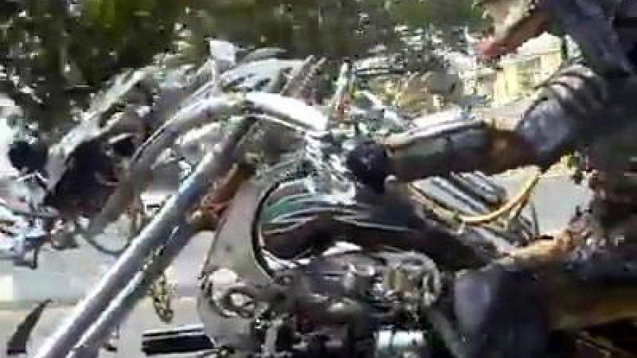 Predador andando de moto, o que faria se visse isso anoite?
