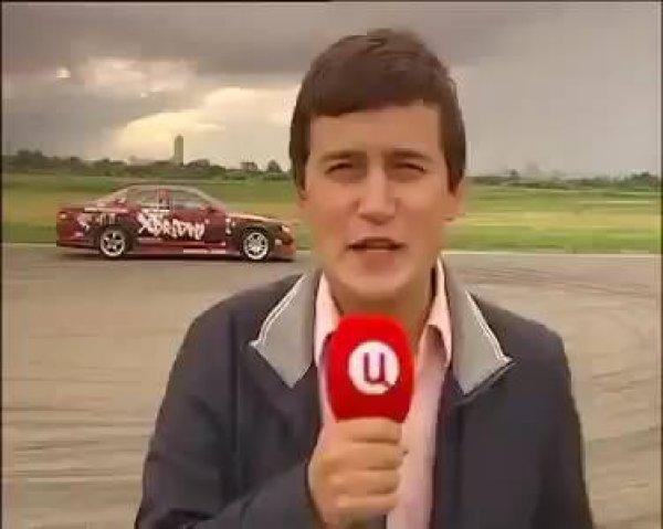 Olha só que perigo este repórter passou, kkk! espero que ele esteja bem!!!