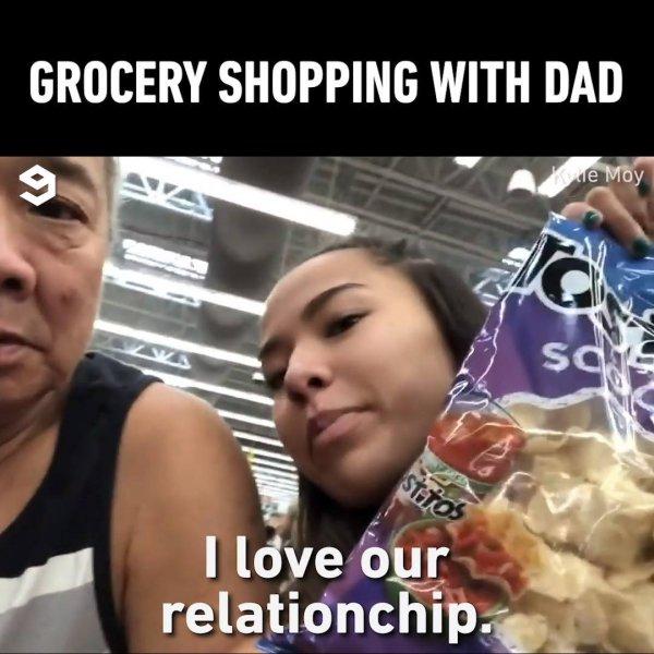 Brincando com o pai no supermercado, ela fala as coisas mais engraçadas do dia!