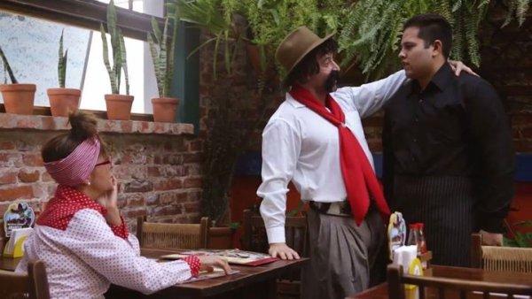 Casal de Gaúchos no restaurante, Mesa para Dois Senhor???