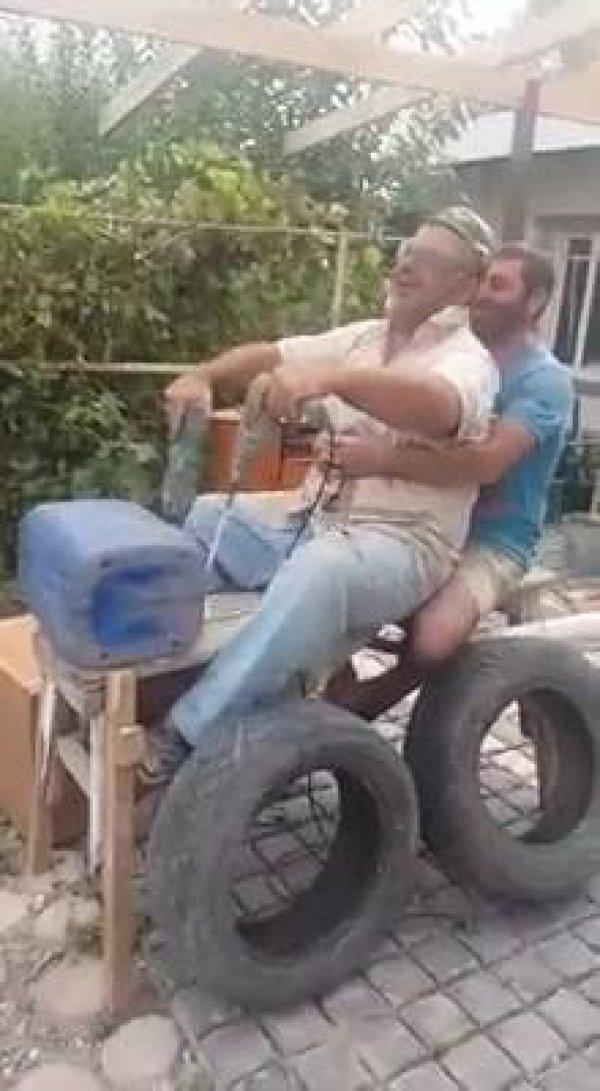 Como fazer um carro andar mesmo parado hahaha, a criatividade é tudo!