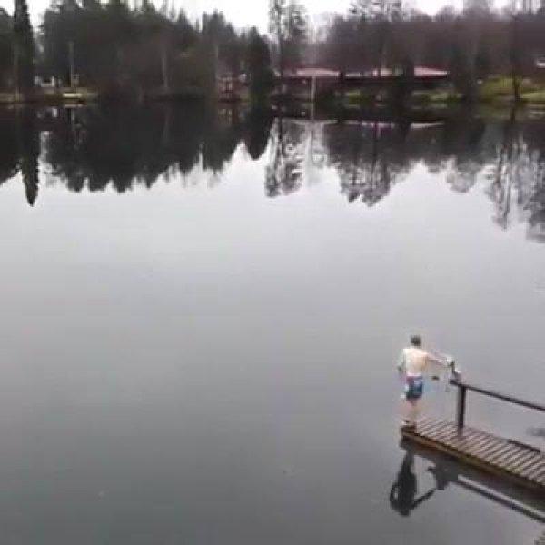 Hora de nadar um pouco... Não, pera, ele foi correr? Confira!