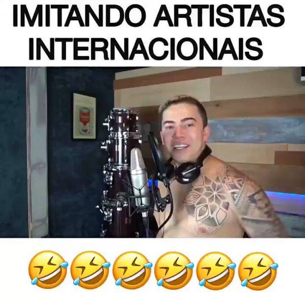 Humorista imitando cantores internacionais, mas ele não sabe falar inglês!