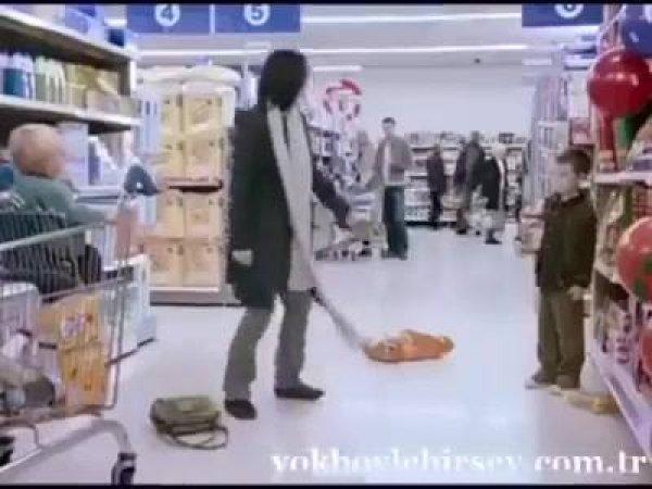 Mãe ensina truque infalível para acabar com birras em supermercado!
