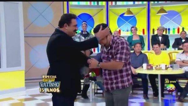 Ratinho mostra o Xaropinho pela primeira vez na televisão, confira!