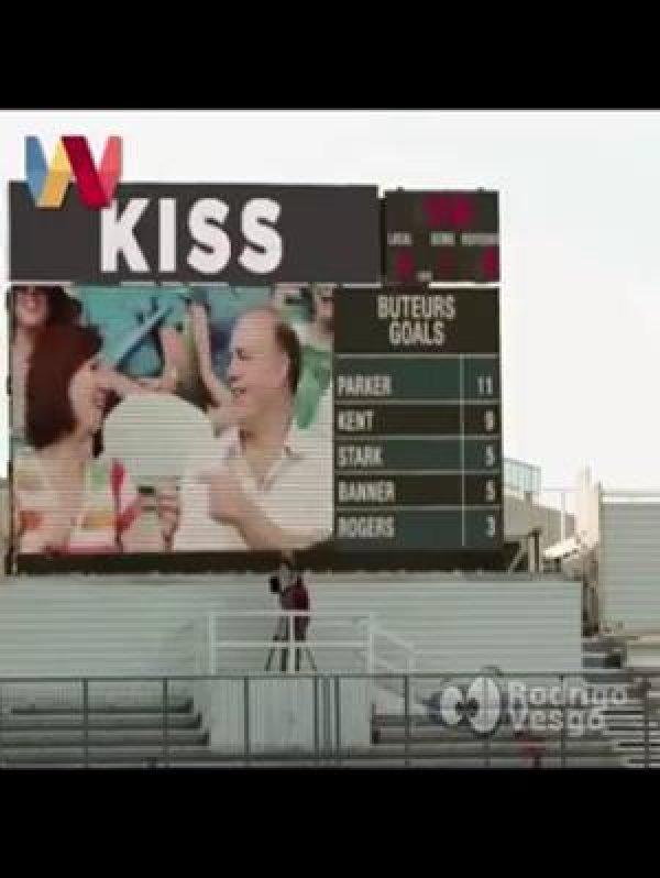Veja o que acontece quando a câmera do beijo da errado, kkk!!!