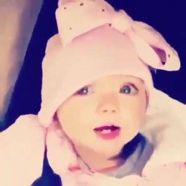 Beijinhos para desejar uma boa noite a você, que linda essa bebê!