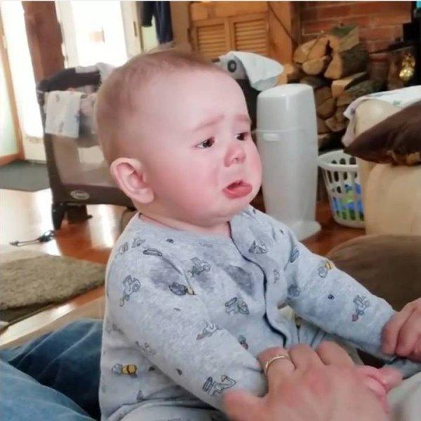 Coisas engraçadas que os papais fazem com os bebês, aperte o play e se divirta!
