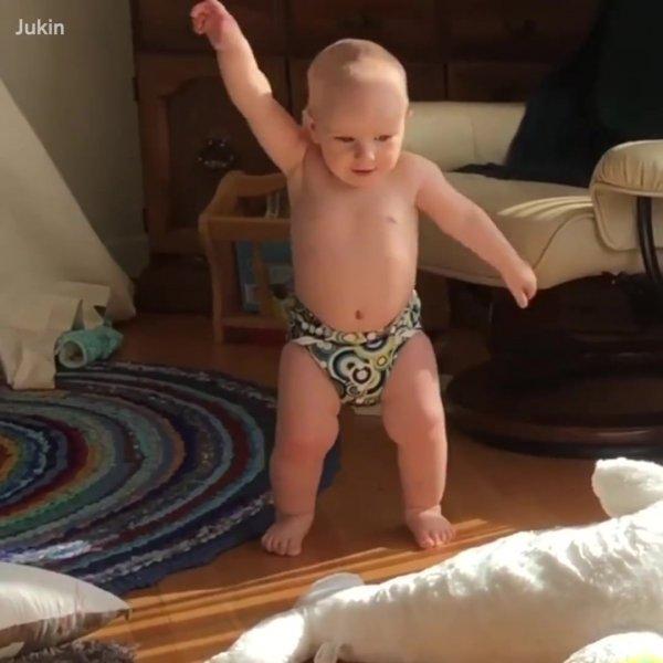 Momentos engraçados de bebês, muita diversão em um video só!
