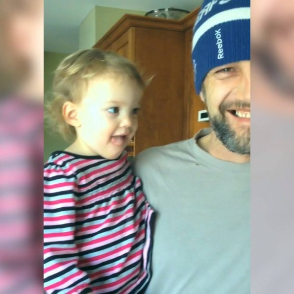 Vídeo mais fofo que você verá hoje, papais cuidando de seus bebês!!!