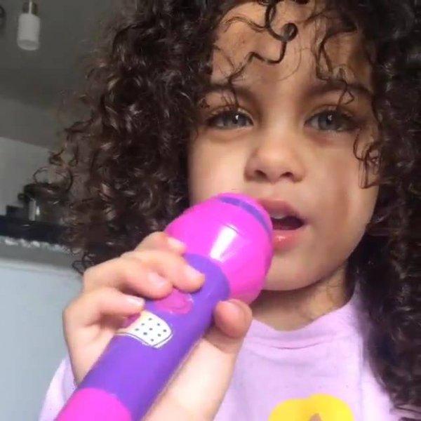 A cantora mais linda do dia, ela vai fazer muito sucesso!