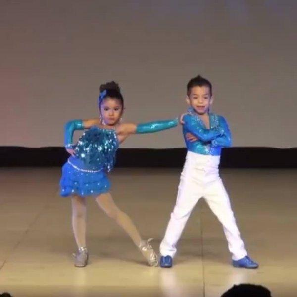 Casal de dançarinos mais lindos, quem disse que criança não dança bem hein?