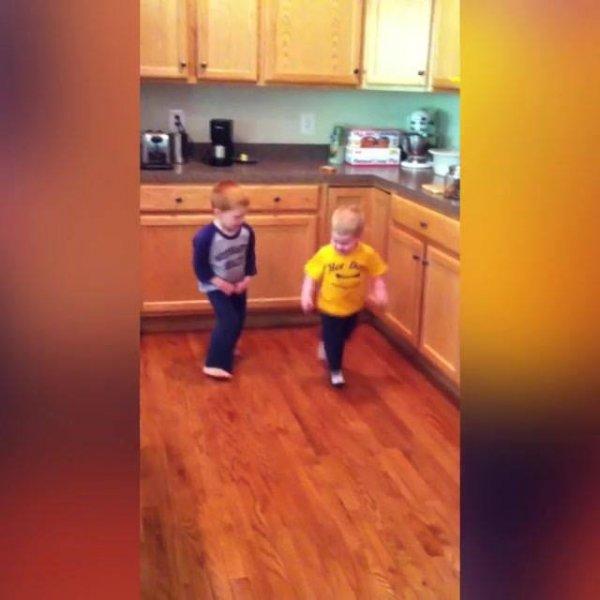 Corridas de crianças, agora é hora de rir e se divertir com eles!