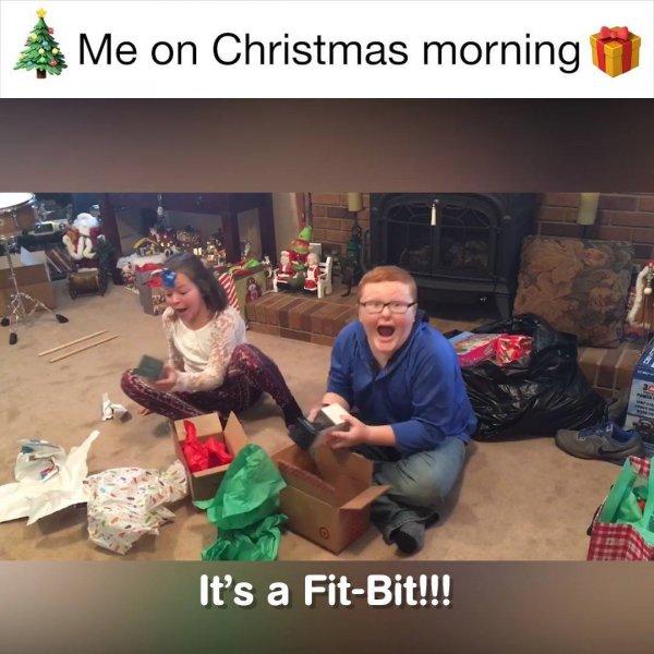 Crianças abrindo os presentes na manhã de natal, olha só as reações!!!
