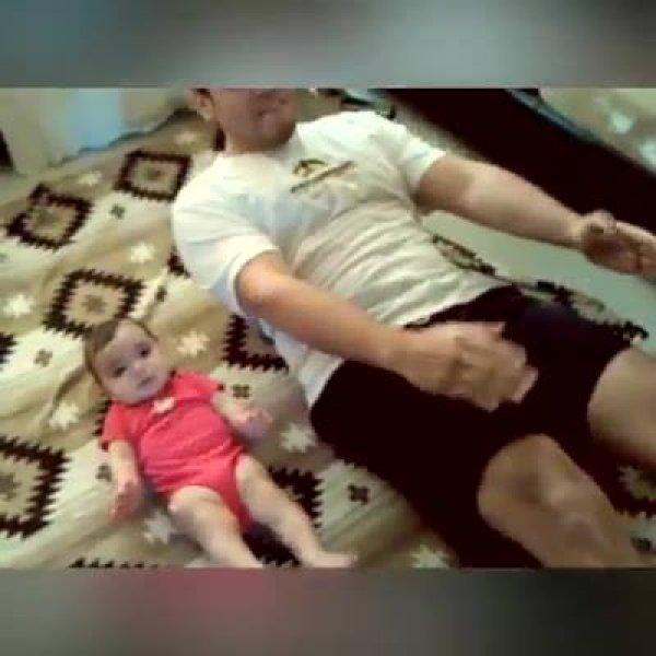 Crianças adoram brincar com os papais, descubra o motivo no video!