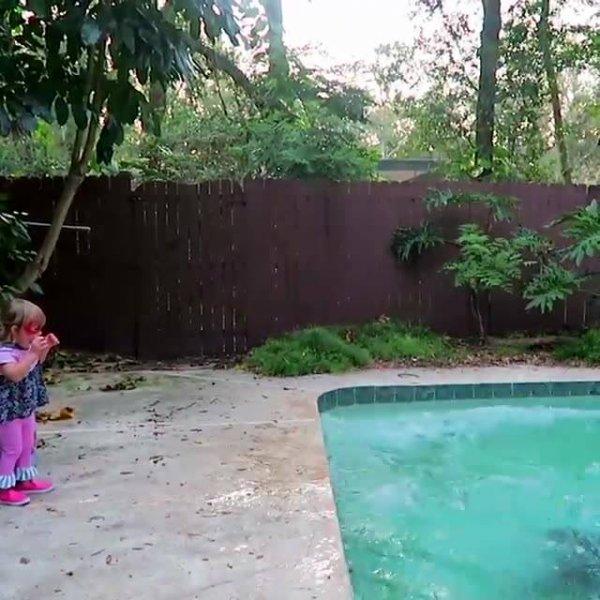 Crianças brincando com os papais, eles adoram a bagunça, confira!
