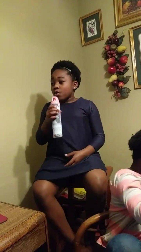 Crianças cantando musica linda, que voz é essa gente, ela canta muito!