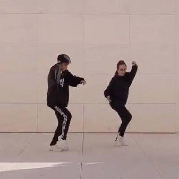 Dança de casal de namorados, olha só que legal estes dois!!!