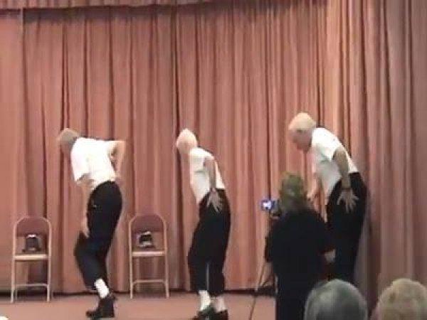 Idosos dão um show de dança em asilo EUA, vale a pena conferir!!!