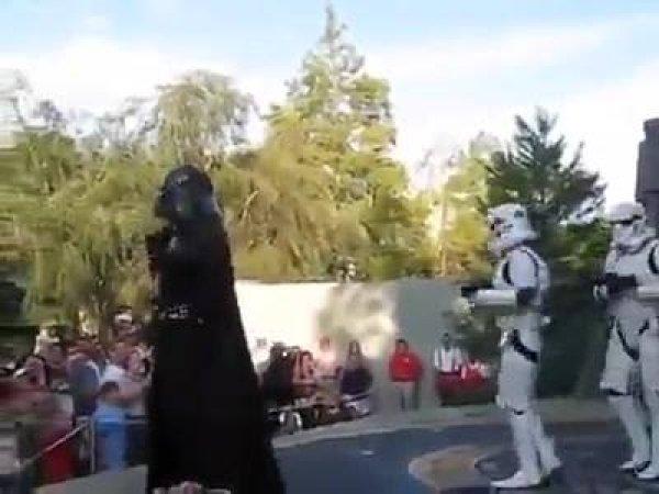 Star Wars dançando U Cant Touch This, Darth Vader mexeu os esqueletos kkk!
