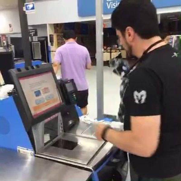 Veja como funciona o caixa de supermercado em Dalas, no Texas!