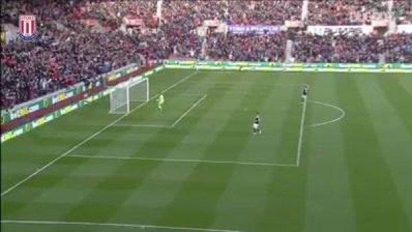 Goleiro fazendo gol inédito, veja o que conseguiu fazer, incrível!