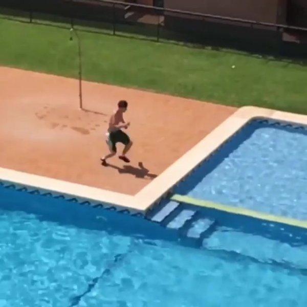 Conseguiu saltar uma piscina de um lado para o outro, impressionante!