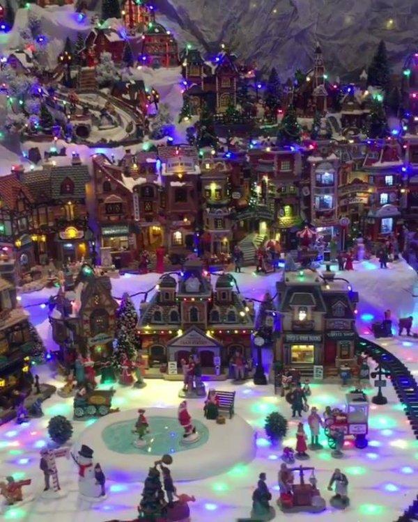 Impressionante miniatura de vilarejo com neve no Natal, veja que lindo!!!