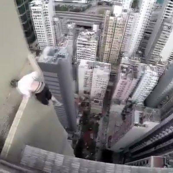 Vídeo impressionante com jovens russos andando em cima de prédios!!!