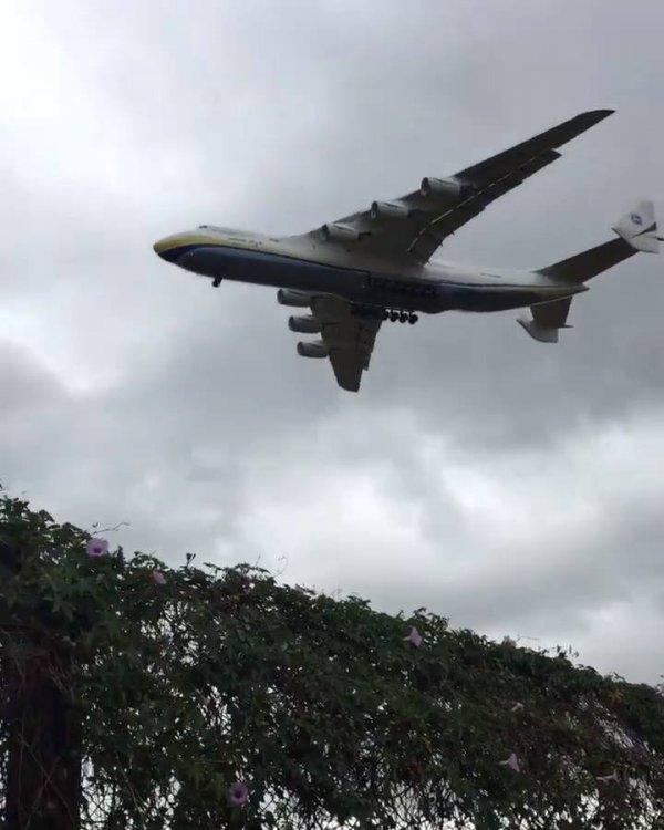 Antonov An-225 pousando em São Paulo, veja o tamanho deste avião!!!