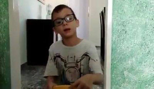 """João Neto o contador de causo, declama o cordel """"O Cuscuz no Sertão""""."""