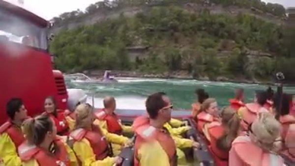 Passeio de barco nas Cataratas do Niágara, são imagens sensacionais!