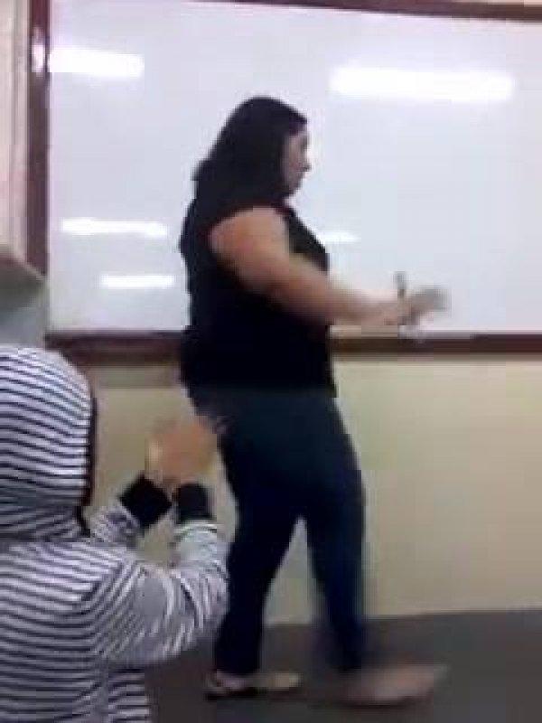 Uma aula de Português que você não vai esquecer, parabéns para esta professora!