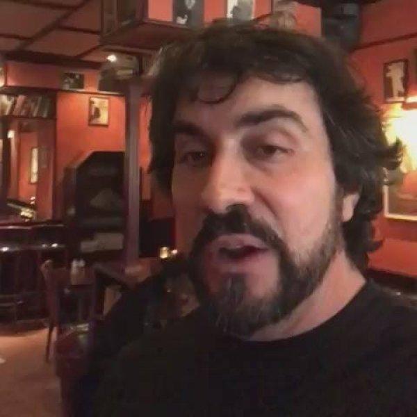 Padre Fabio de Melo cantando o hino Evidências, confira!