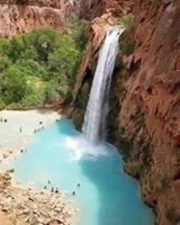 Cachoeira com água cristalina, um presente de nossa maravilhosa natureza!!!