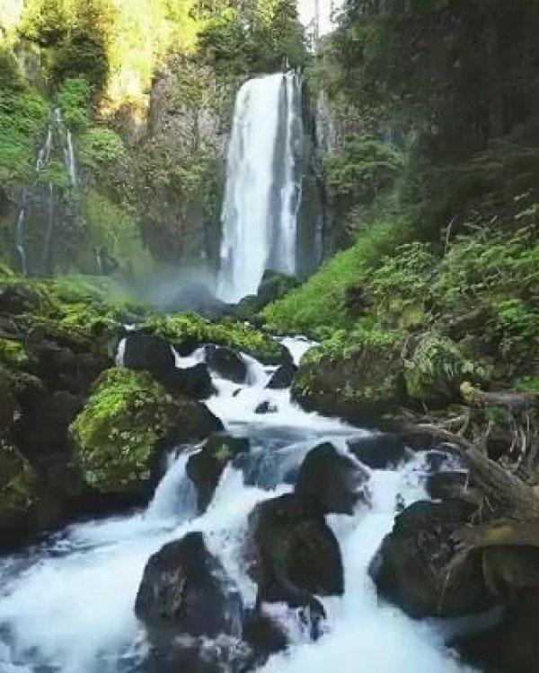 Cachoeira linda, com sons maravilhosas de nossa fantástica natureza!!!