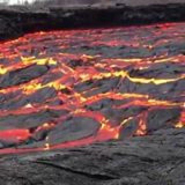 Impressionante força de um rio de lava vulcânica, natureza assustadora!!!
