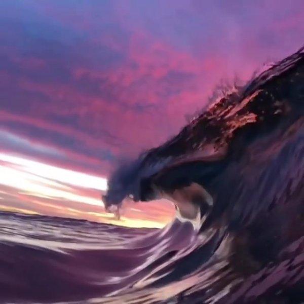 Onda do mar em pleno por do sol, que linda imagem de nossa natureza!!!