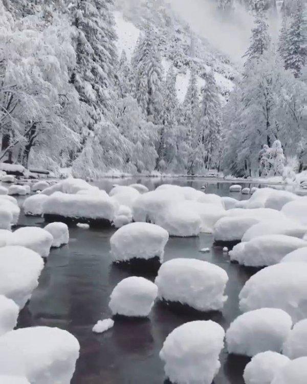 Paisagem do inverno com neve espetacular, veja que coisa mais linda!!!