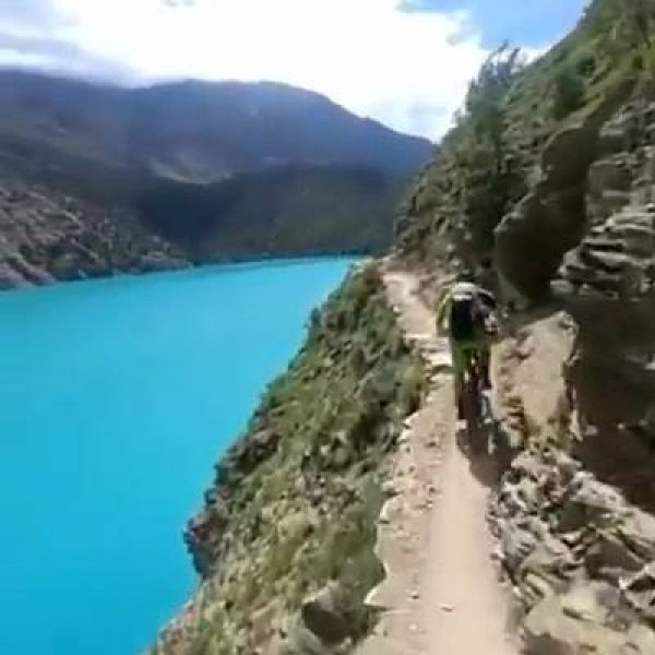 Passeio de bicicleta no Nepal, a paisagem é fantástica, confira!