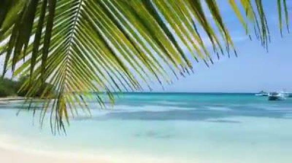 Praia com águas cristalinas na Republica Dominicana, veja que linda!!!