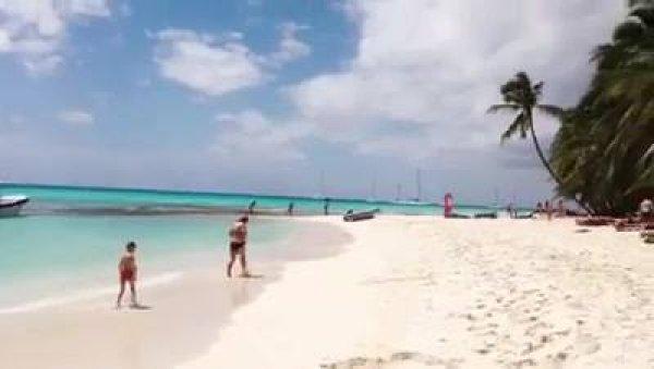 Praia na Republica Dominicana, veja que lugar lindo de águas cristalinas!!!