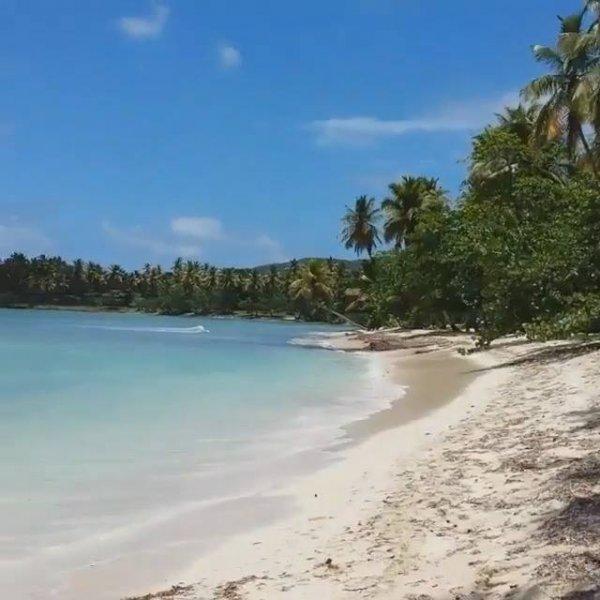 Praia paradisíaca em Samaná-Republica Dominicana, um lugar lindo e calmo!!!