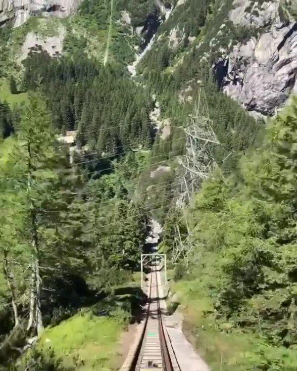 Vídeo mostrando descida em funicular mais inclinado da Europa!!!