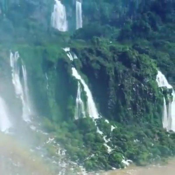 Vídeo mostrando Foz do Iguaçu, veja que quedas dágua impressionante!!!
