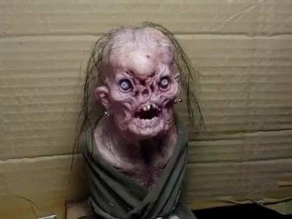 Boneco de bruxa aterrorizante, ótimo para assustar os amigos e amigas!!!