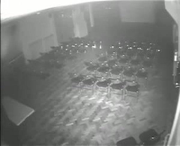Câmera de segurança flagra fantasma em teatro na Inglaterra, confira!!!